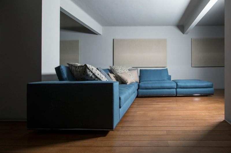 Divano blu petrolio idee per il design della casa - Divano grigio abbinamenti ...